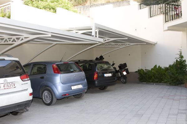 villa-fani-apartments-in-trogir-parkingF35F0AD7-ED10-5E98-B47E-3C53BDE62891.jpg