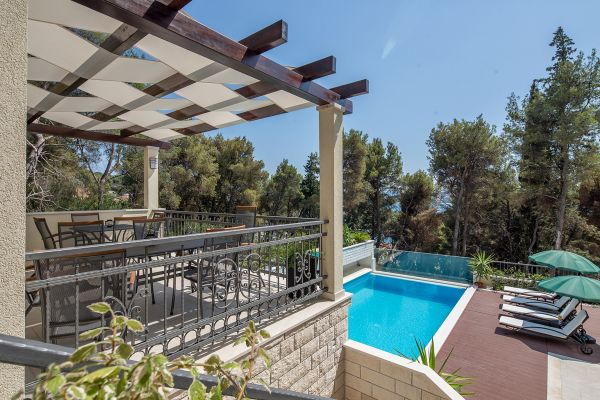 Apartments in Trogir with grill house